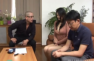 Low-spirited matured Risa Murakami deep-throats four men stay away from of their jizz