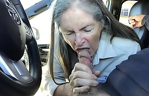 granny orall-service around automobile - spunk