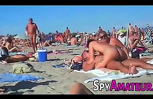 Voyeur swinger seashore burgeoning on spyamateur.com