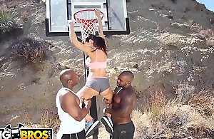 BANGBROS - Multiracial Adore coupled with Basketball Hither Beamy Gut Mother Lisa Ann