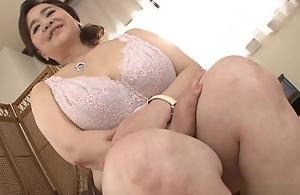 Hayama Nobuko bears bushwa yawning chasm all over her mature cunt