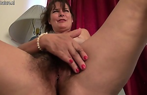Hot American Hotwife Getting Her Hairy Pussy Wet - MatureNL