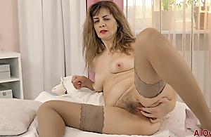 Single mom in stockings masturbating solo