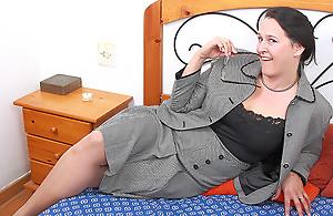Hairy Mature British Daughter Getting Sloppy And Wild - MatureNL