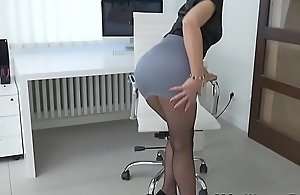 Euro milf Kathy White gives say no to pantyhosed pussy a treat