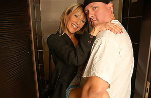 Kinky Pee Loving Housewife Gets A Piss And A Fuck Vulnerable A Toilet - MatureNL