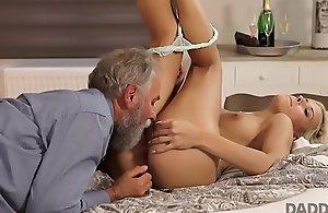 DADDY4K. Fais une stupefy à_ ta copine et elle baisera king's ransom pè_re