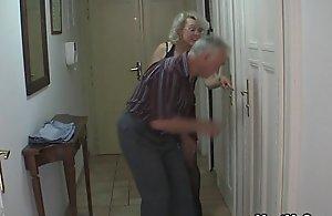 Slanderous parents lose one's heart to his girlfriend