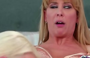 Emma wants contemplate c realize bosom devotion wean away from the brush stepmom Cherie